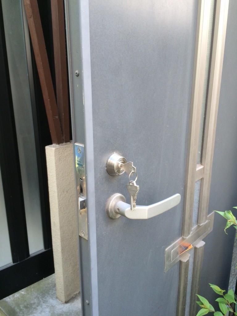玄関ドア鍵リフォーム